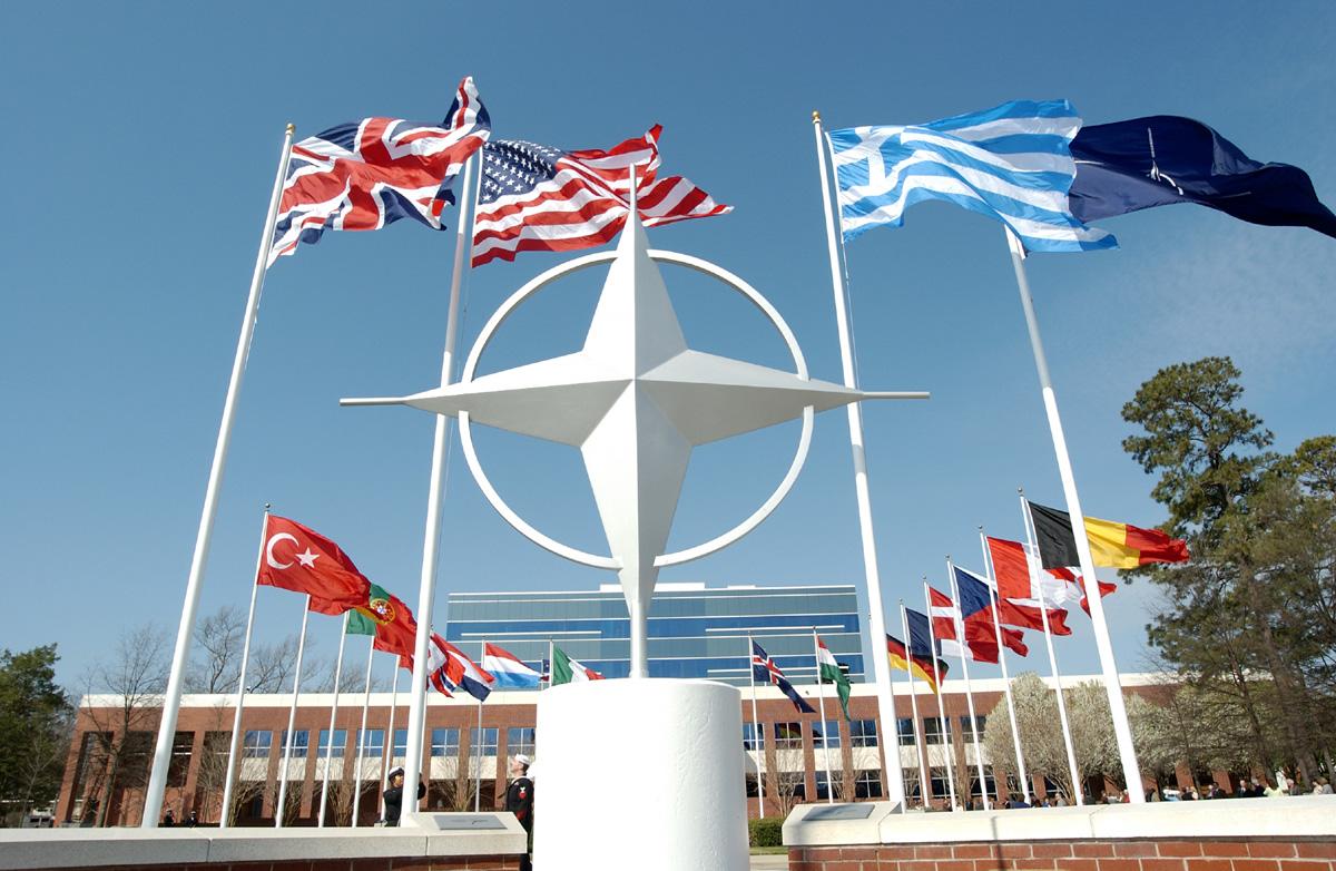 Почему НАТО не спасет Украину от Януковича